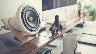 Lautsprecher, Kaffeetasse, Kolumne, Sonntagsdate